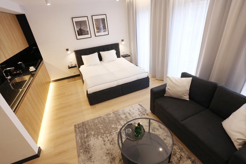 <p>Güzel şehrimiz Sinop'a gelip tatil yapmayı planlıyor fakat yüksek bütçeli otel fiyatlarından bunalıyorsanız sizi kendi evinizde gibi hissettirecek pansiyonumuza bekleriz. Konforlu bir tatil planlayanlar için, Sinop Realist Pansiyon…</p>